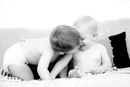 Kisses_for_brother_4
