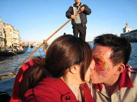Love_afloat_in_venice