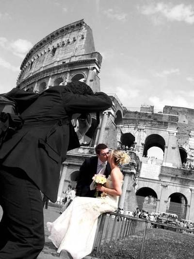 Stolen_kiss_at_the_coliseum