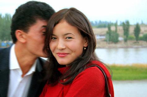 The_kiss_on_yili_river_bridge