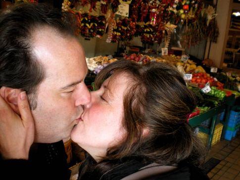 Public_market_kiss_seattle