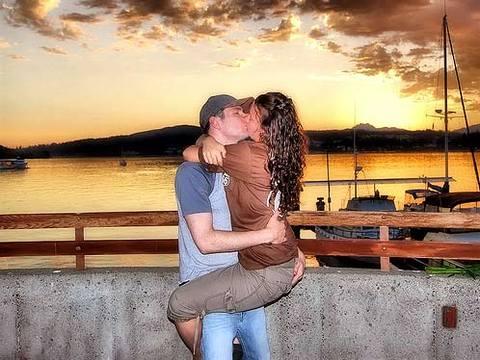 Isnt_itromantic