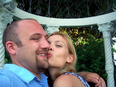 Honeymoon_kiss